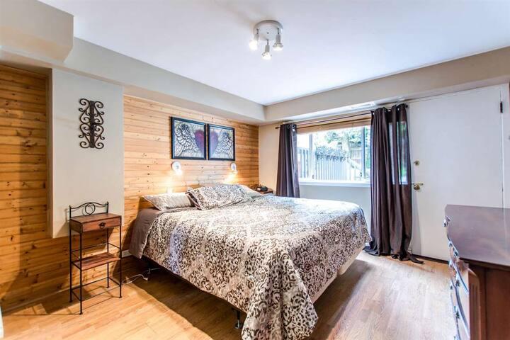 Wow! Master Bedroom & en-suite bath in Lynn Valley