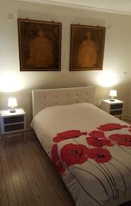 Chambre et salle de bain privée dans une villa - Haus