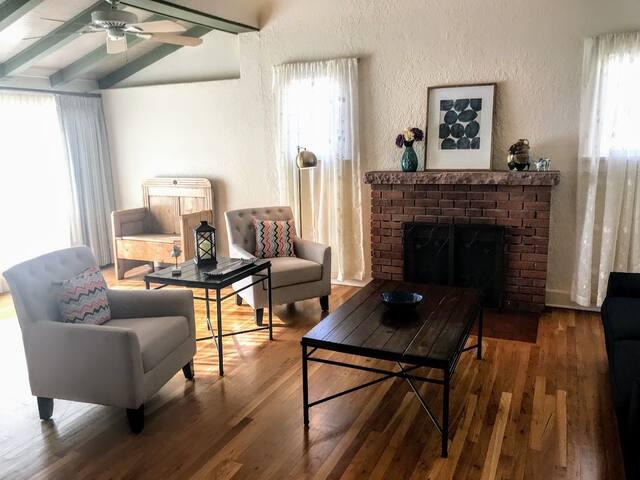 Bright & Cozy Spacious Nob Hill Home