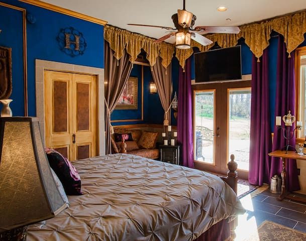 French Château King Suite at B&B 4x Superhost