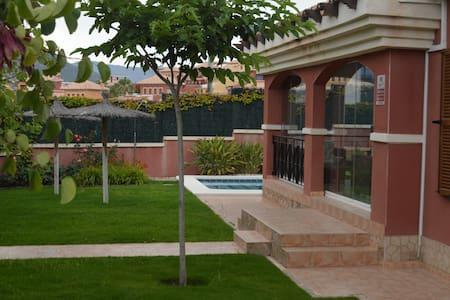 Chalet con piscina en Benidorm (Balcon Finestrat)