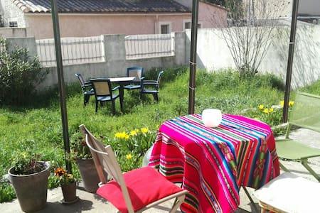 chambre au calme entre Aix et marseille - Gardanne - House