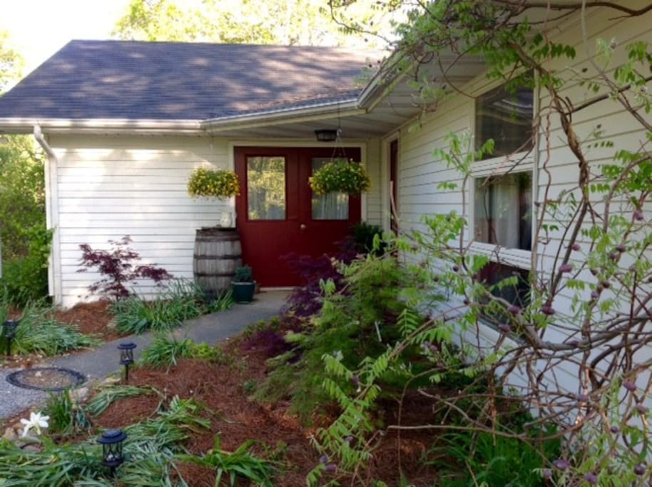 Forest Fox Cottage in the Shadow of Pilot Mountain