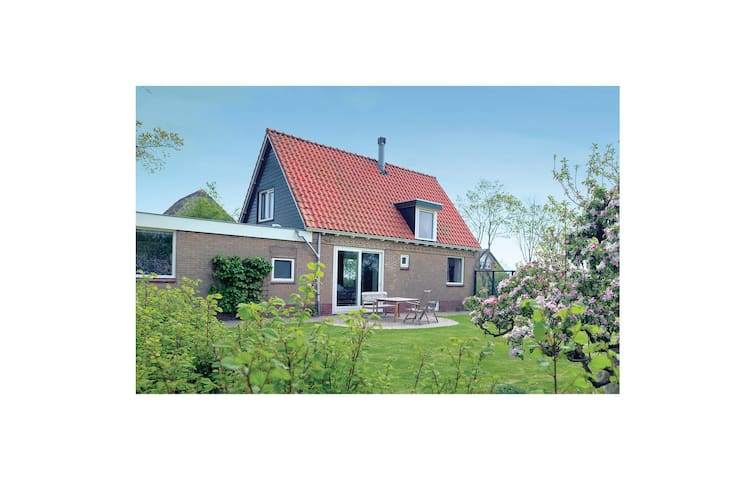 Holiday cottage with 3 bedrooms on 160 m² in Den Oever