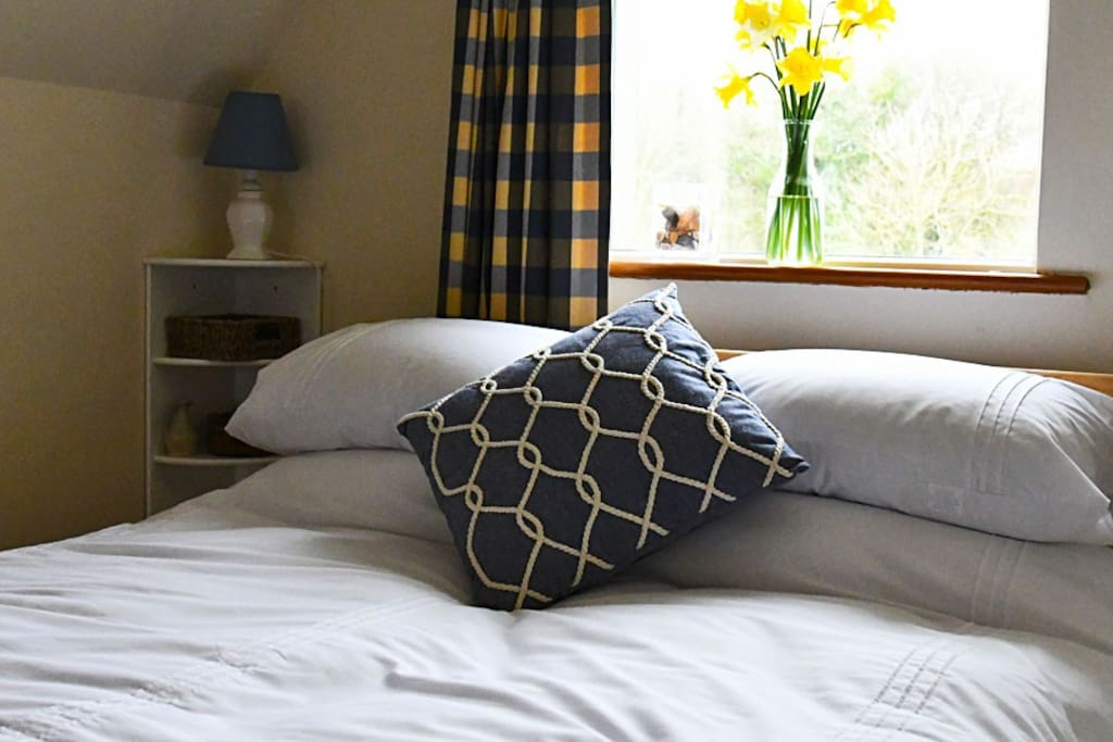 Comfy double bed with king size duvet.