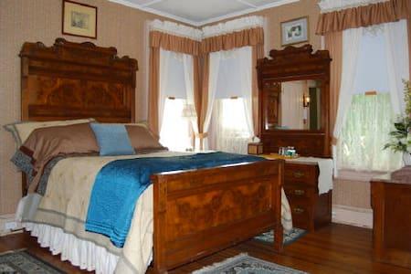 Botsford Briar B&B Magnolia Room - Beacon - Bed & Breakfast