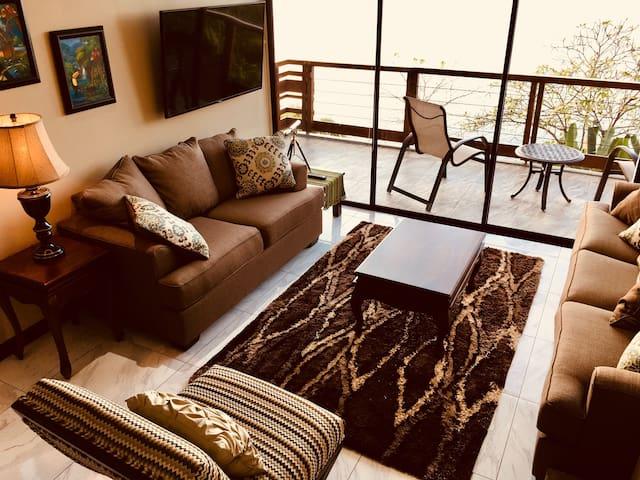 Sala open to ocean balcony- Sala abierta del balcón
