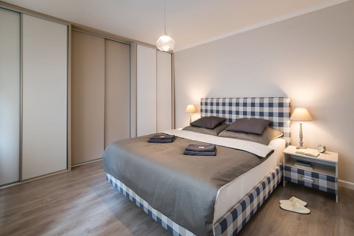 2B luxury apartment CENTRE