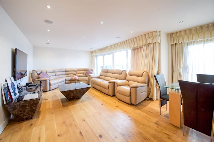 Modern 3 Bed apartment Colindale (7 mins to tube)