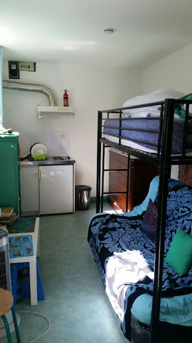 Kitchen and 3 persones beds ( sofa + 1 person bed above)