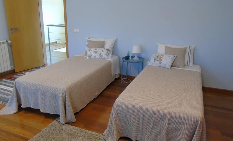 Twin bedroom 2 with balcony (upstairs)