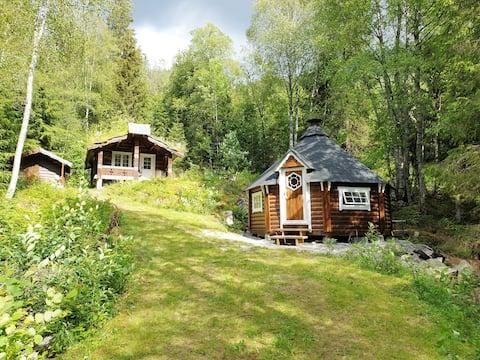 Cozy lowcabin, sauna & barbecue hut and rowboat