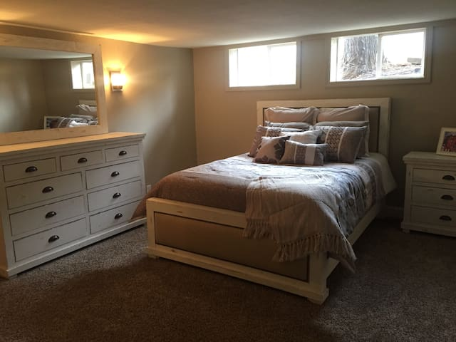 Cozy & Spacious room w/  bath and lounge - Reno - Hus