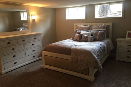 Cozy & Spacious room w/  bath and lounge - Reno - Maison