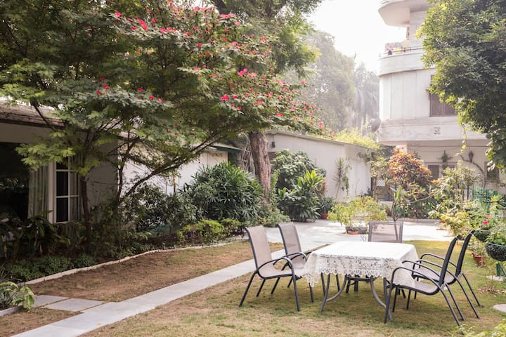 Oasis - Bed & Breakfast - New Delhi