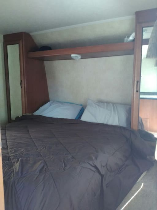 Queen size bed with 2 closets, sleeps 2