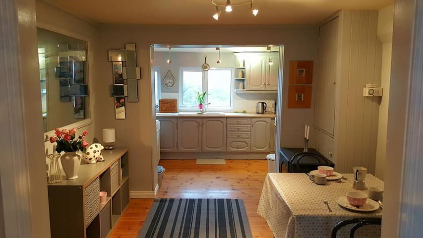 City Centre Town House / Room 3 Hire.