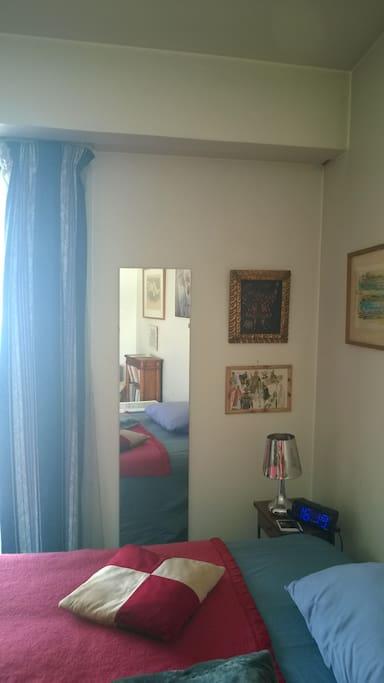 grand studio chaleureux jardin buttes chaumont wohnungen zur miete in paris le de france. Black Bedroom Furniture Sets. Home Design Ideas