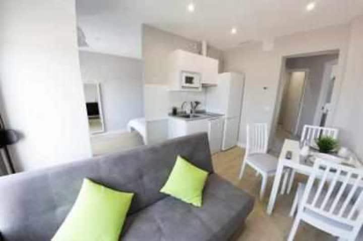 Central apartment in Toledo. 2 C