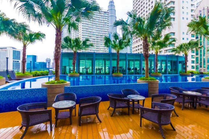 Swimming pool / Cafe