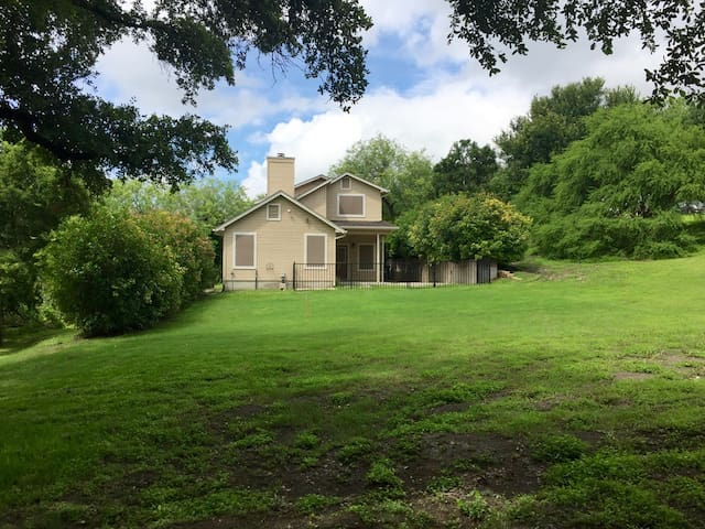 Hill Country Home Near San Marcos & New Braunfels