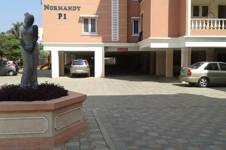 Parisian apartment near DLF (Porur)