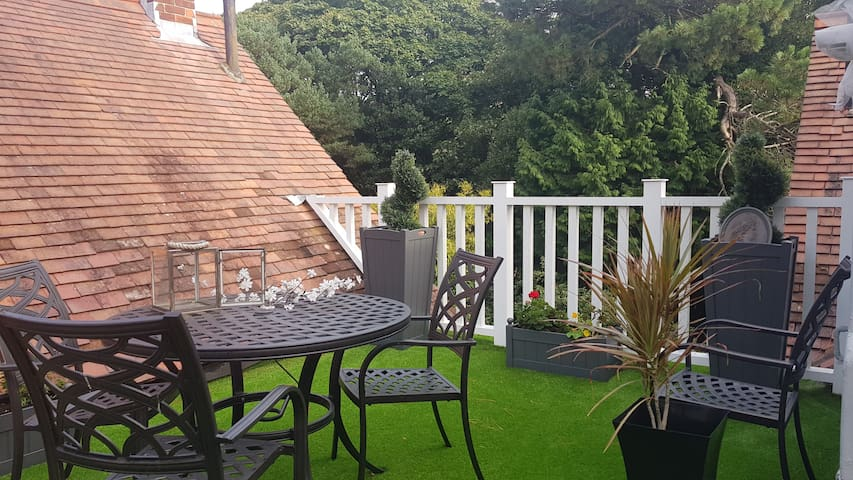 Charming Roof Garden Penthouse in Poole