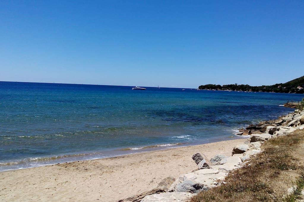 Il mare e la baia di Ogliastro Marina