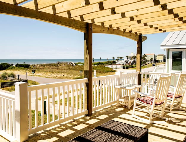 A COZY COTTAGE, Ocean views! Updated 3Bed,3Bath!