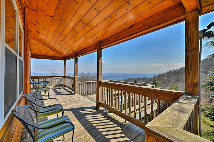 Warm & Cozy Cabin w/Deck on Top of the Blue Ridge!