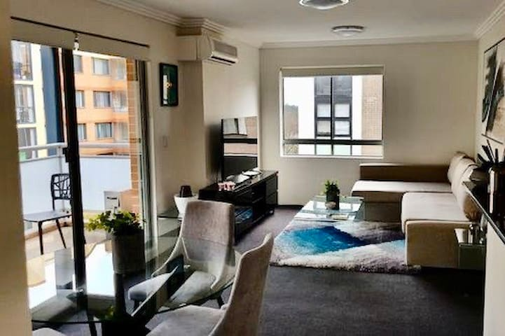 2BR Fully Equipped Darling Harbour Luxury