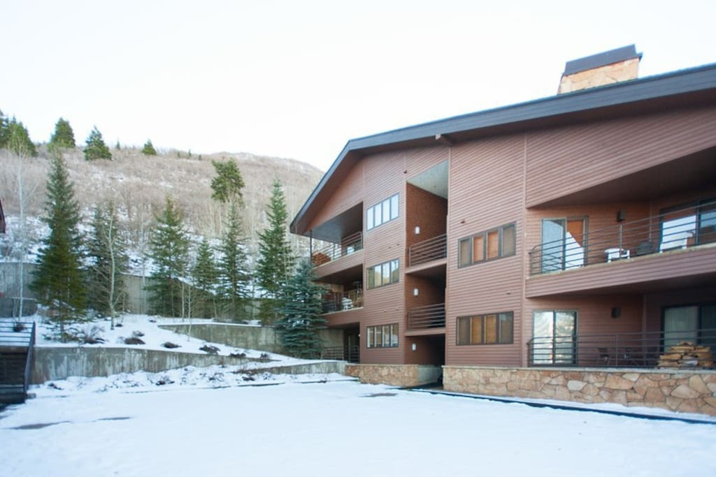 This condo is the perfect place to experience all that Deer Valley and Park City have to offer.