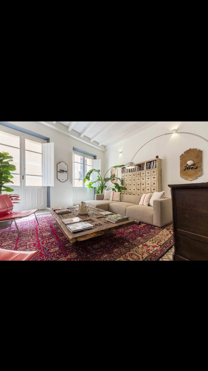 Charming apartment in Castello with parking