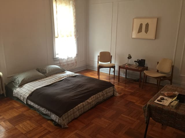 Beautiful Room/20 min downtown NYC