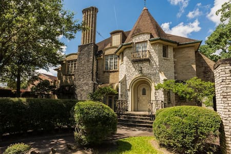 Beautiful historic home, centrally located - Houston - House