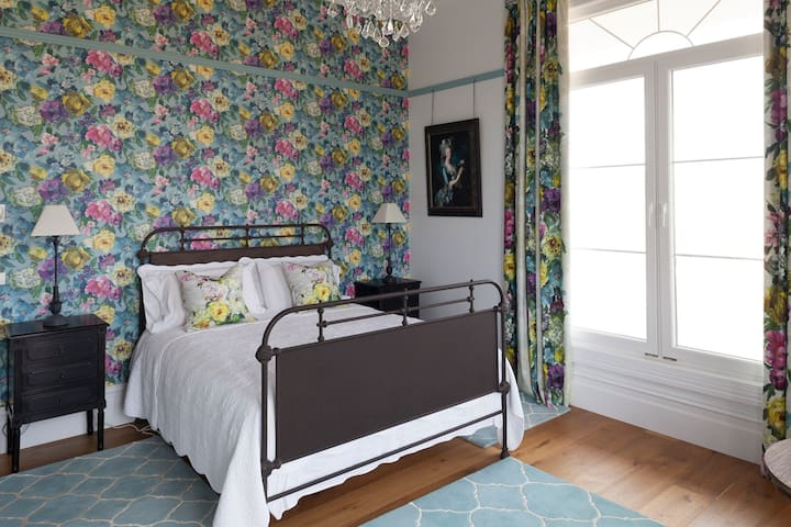 St Claire Country House -Teal bedroom