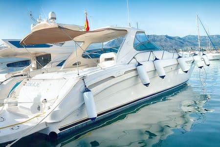 2 Bedroom Luxe Yacht in center of Puerto Banus - Marbella - Boot