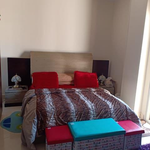 New Cairo Spacious Apartment Near to AUC