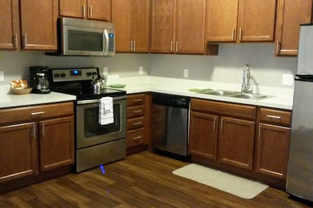 Rare Find in NEW ALBANY! Chic-New- - New Albany - Apartment
