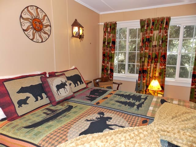 Bears Inn B and B Evergreen, CO  - Ponderosa Room