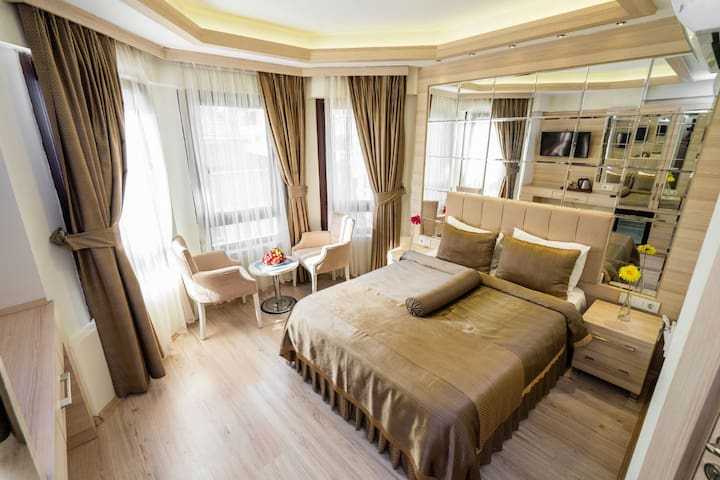 Luxury  Central Hotel Room