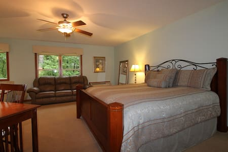 Serenity Suites Room 3 - Middlebury - Szoba reggelivel