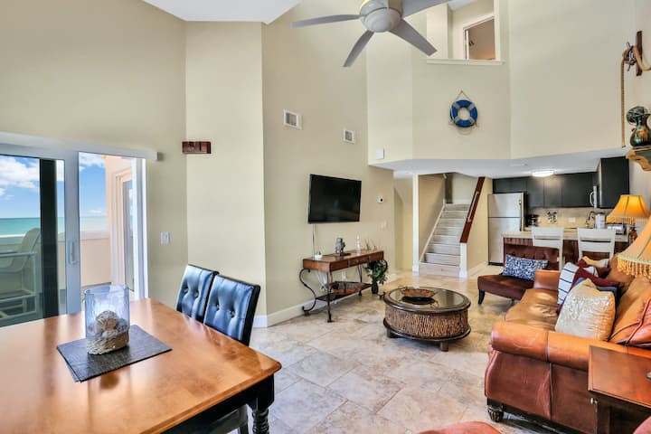 Oceanfront Condo with Shared Pool and Hot Tub, Ocean View, and High-Speed WiFi