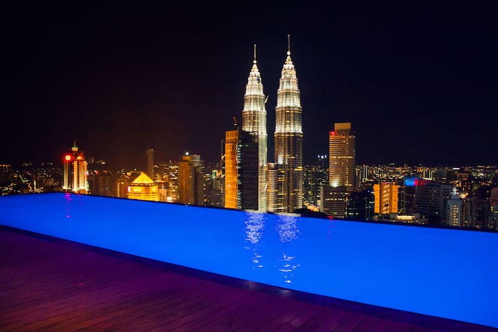 The highest infinite pool at KLCC