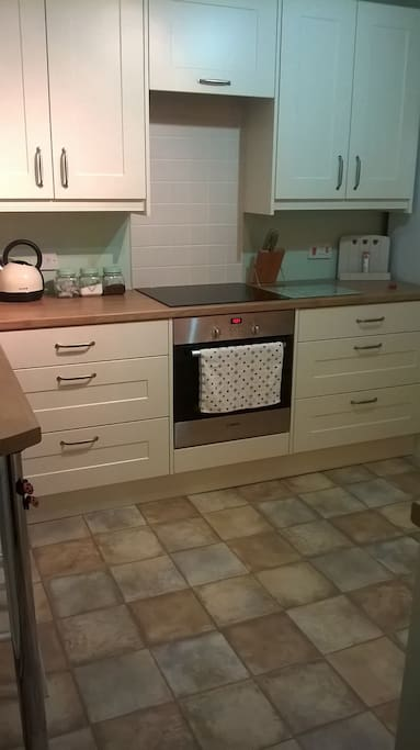 Fully equipped kitchen only fitted a year ago