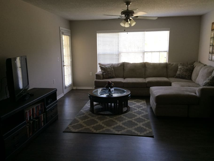 Modern Day Luxury With A Waterfront View Apartments For Rent In Southaven Mississippi United