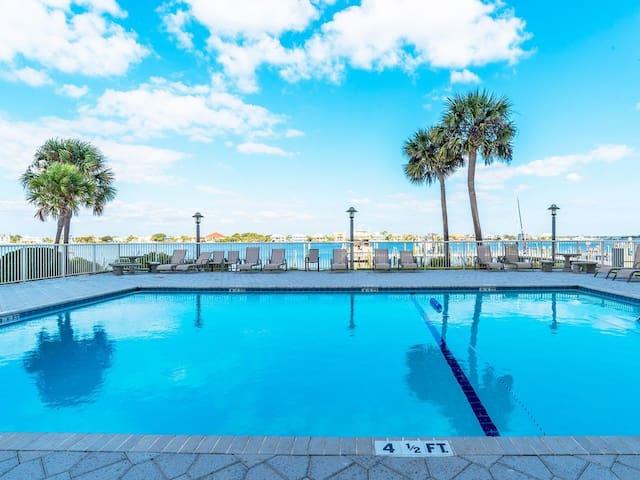 5 Star Waterfront Resort 2/2, pool, wifi, tennis