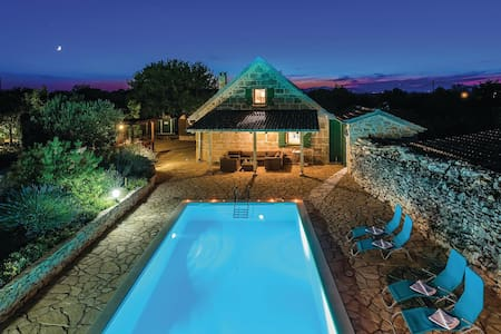 Holiday cottage with 3 bedrooms on 128m² in Bogatic Prominski