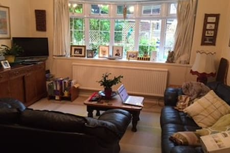 Quite, cosey, spacious 1 bed flat in Ascot, Berks. - Windsor and Maidenhead