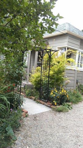 Avenues Backyard Garden Cottage